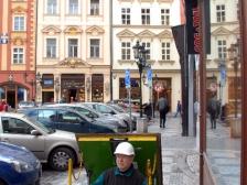 Výstup z kolektoru Nová Radnice na Malém náměstí.